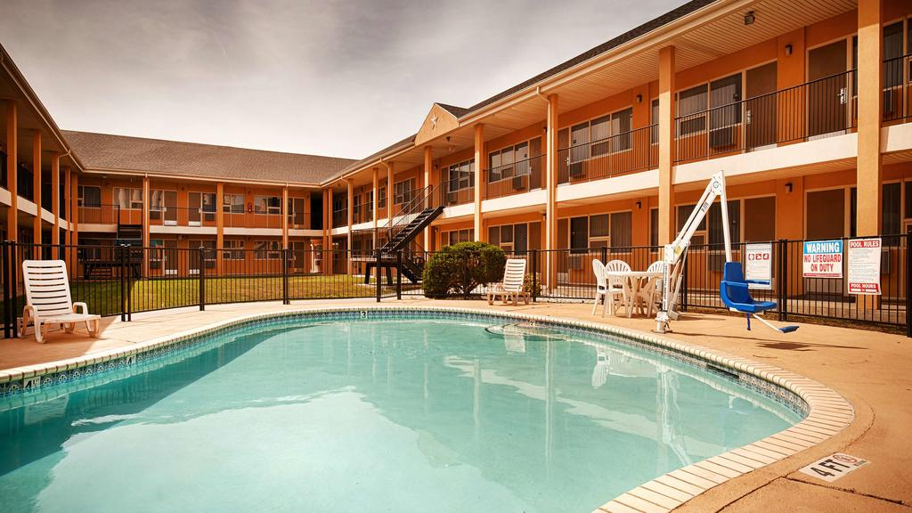 Pool Hotels Motels lodging Amenities Best Western Red Carpet Inn Hereford Texas * Business Travelers Famalies Clean Pool WiFi Hereford texas Budget Cheap